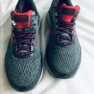 Brooks Sneakers Sz 10.5